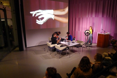 Usually done in isolation; now in front of a live audience. #asmr #handmovements #crinkles & #gloves. With Ja Ja Ja Nee Nee Nee Radio, Mark Minkjan & the Research Fellows of Het Nieuwe Instituut. ✨